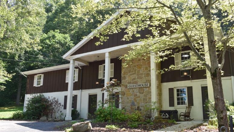 Laurelville Guesthouse